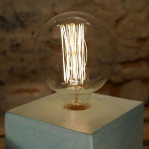 lampe cube béton vert d'eau avec ampoule à filament style edison