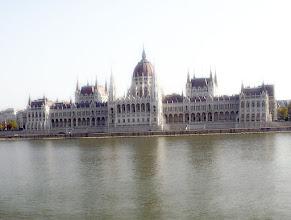 Photo: Parlament zza Dunaju - światło