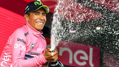 Photo: Blockhaus (Italy), 14/05/2017.- Colombian rider Nairo Quintana of the Movistar Team celebrates on the podium wearing the overall leader's pink jersey after winning the ninth stage of the 100th Giro d'Italia cycling race over 149km from Montenero di Bisacchia to Blockhaus, Italy, 14 May 2017. (Ciclismo, Italia) EFE/EPA/ALESSANDRO DI MEO ITALY CYCLING GIRO D'ITALIA