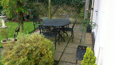 Photo: Round 4 Seater Aluminium Garden Furniture Set http://www.outsideedgegardenfurniture.co.uk/Cast-Aluminium-and-Metal-Garden-Furniture/Tables-for-4/Round-4-Seater-Aluminium-Garden-Set.html