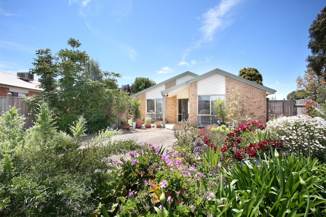 Main photo of property at 2 Fairmead Place, Narre Warren South 3805
