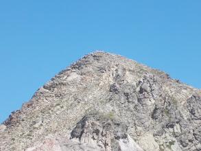 Photo: Croix sommitale et fanion au sommet du Roc del Boc