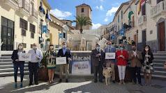 Foto de familia tras la presentación del Cupón dedicado al mármol de Macael.