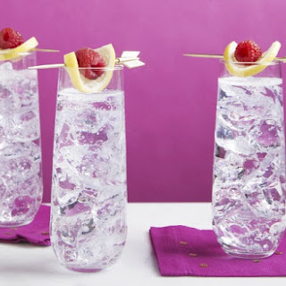 Easy Raspberry Sparkler Cocktail