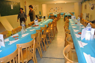 Photo: Les tables sont mises, les physalis du jardin d'Evelyne