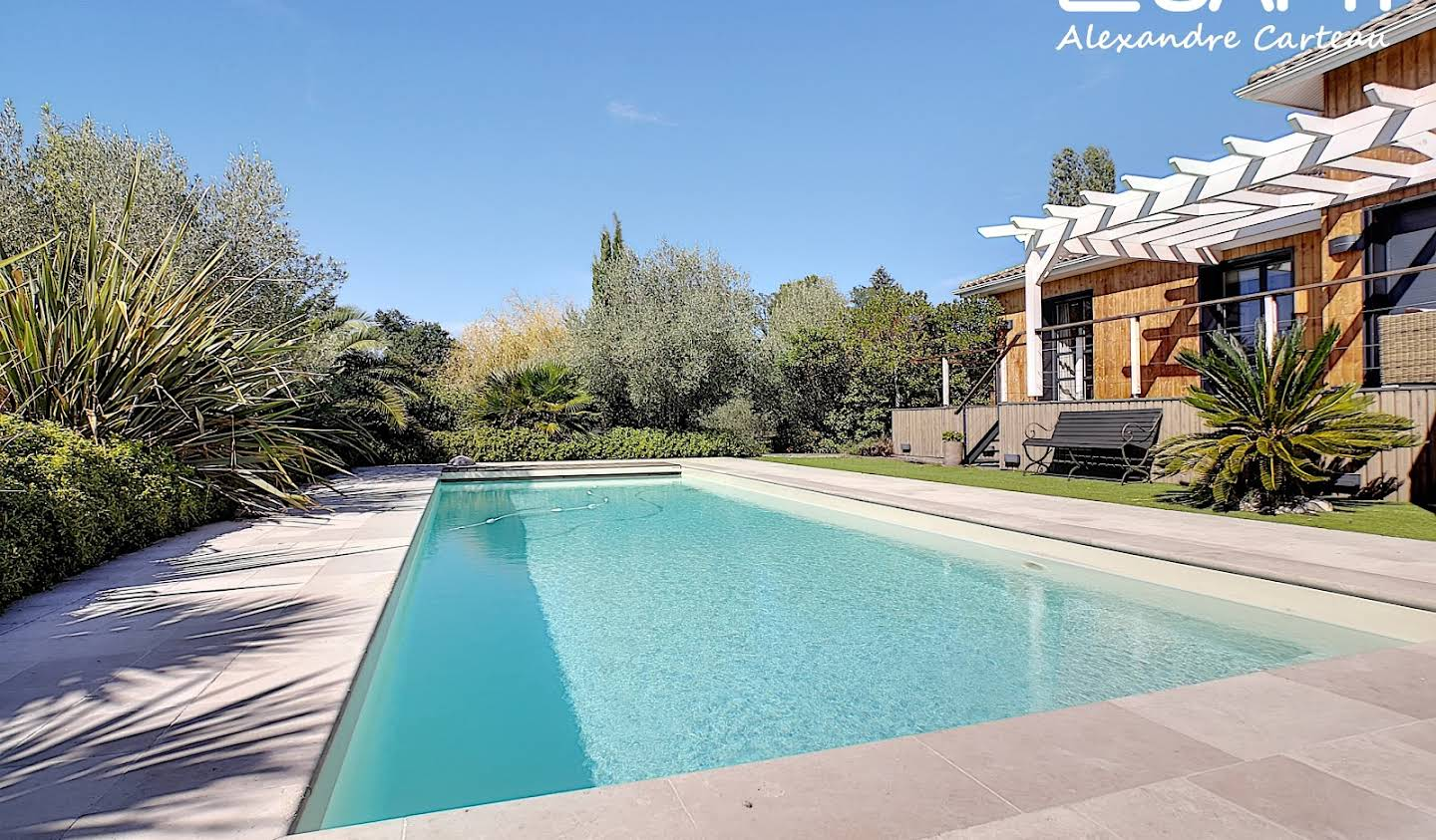 House with pool and terrace Carignan-de-Bordeaux