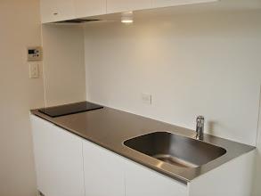 Photo: キッチンはかなり大きめ。ちゃんとお料理したい方には嬉しいポイントかと。