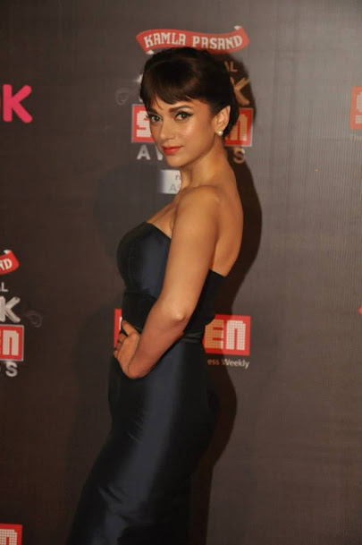 Aditi Rao Haydri sexy back, Aditi Rao Haydri in tight dress