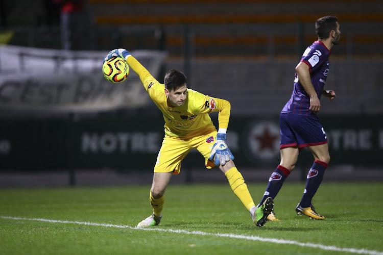 OFFICIEEL: Charleroi plukt jonge doelman weg bij PSG