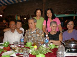 Photo: Thầy Huỳnh Kim Ngọc và phu nhân