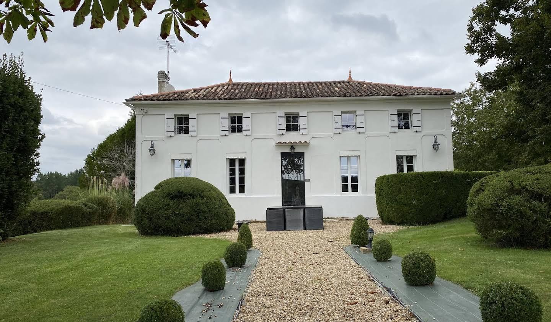 House Saint-Dizant-du-Gua
