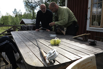 Photo: Gammal lina pensioneras, Leif och Erik övervakar