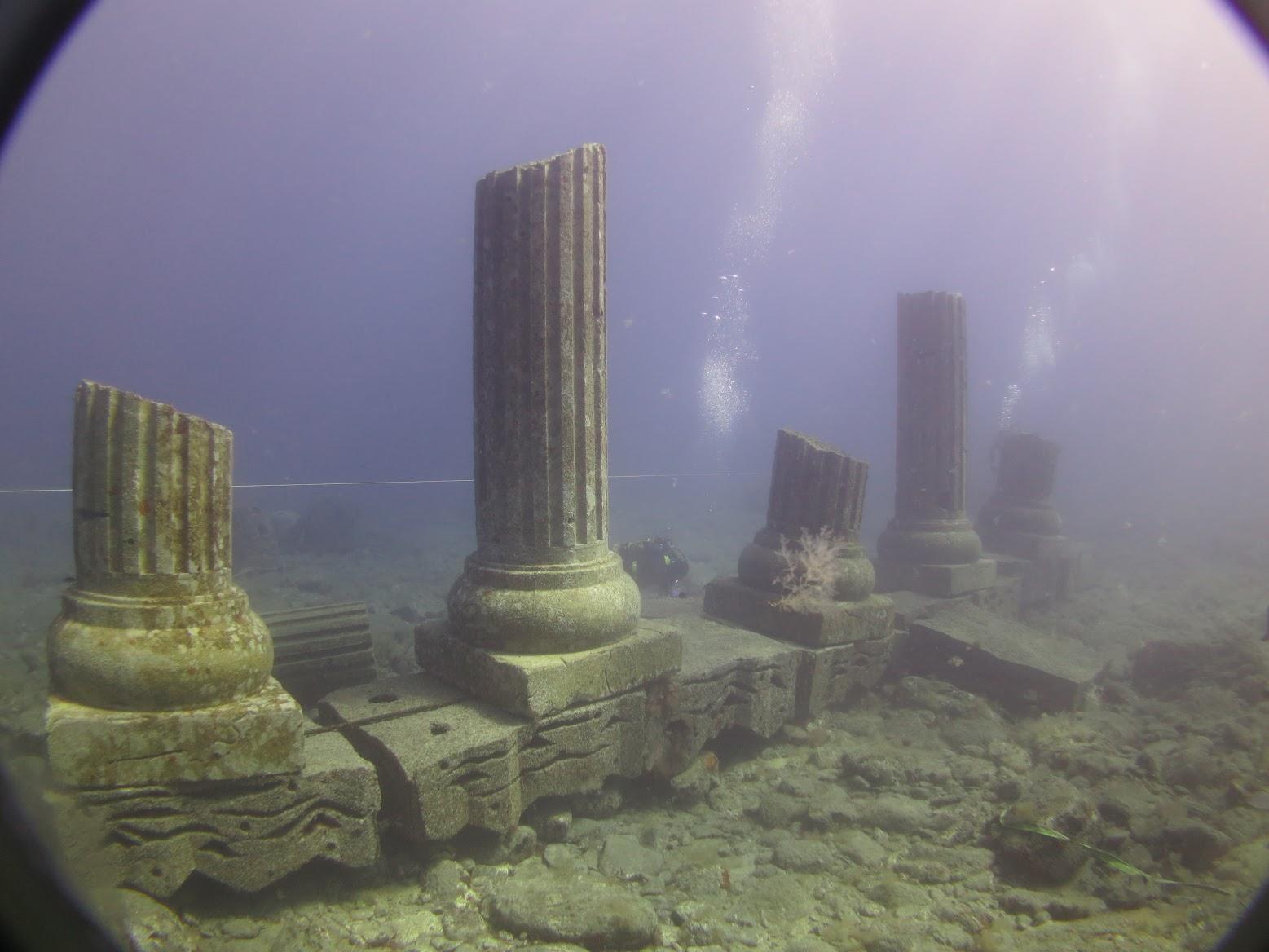 Decorado de arrecifes submarino con forma de columna