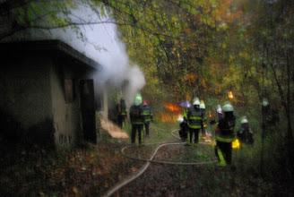 Photo: Objekti zapuščenega kamnoloma v dimu.