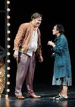 Photo: Wien/ Burgtheater: LILIOM von Franz Molnár. Inszenierung Barbara Frey, Premiere 6.4.2013.  Nicholas Ofczarek, Brigitte Furgler. Foto: Barbara Zeininger