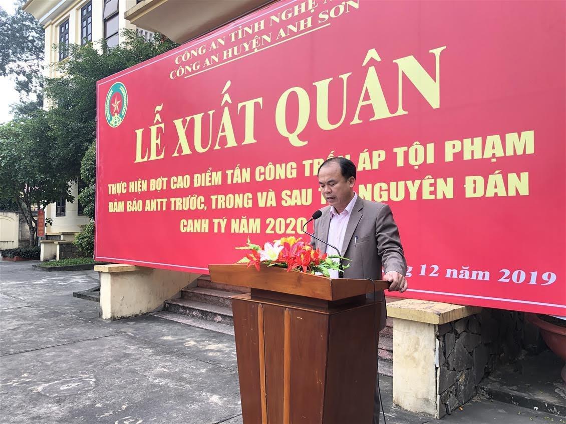 Đồng chí Đặng Xuân Quang, Ủy viên Ban Thường vụ Huyện ủy, Phó Chủ tịch UBND huyện Anh Sơn phát biểu chỉ đạo tại buổi lễ