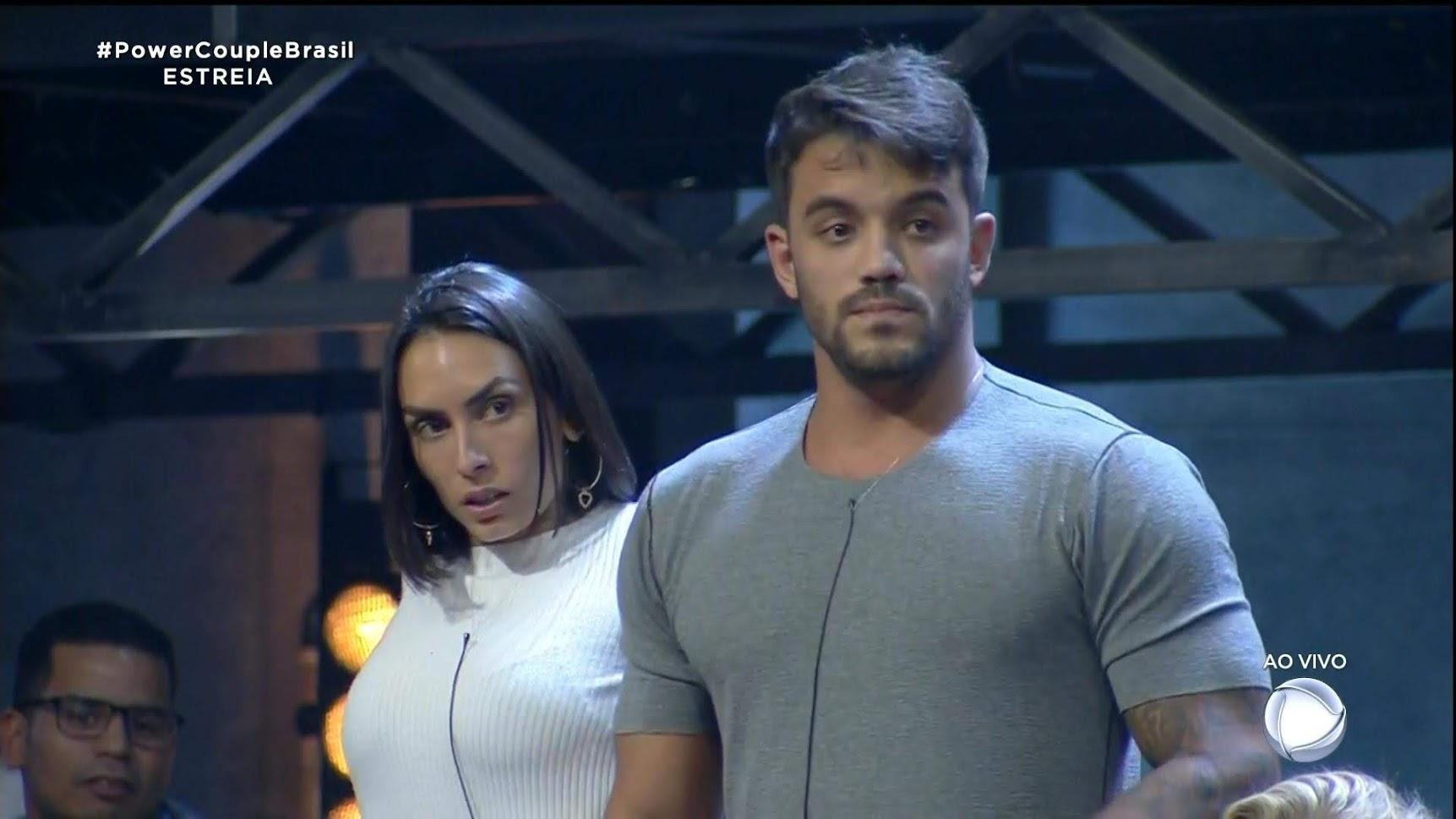Clara Maia e André Coelho ganharam um carro na estreia do 'Power Couple Brasil 4'