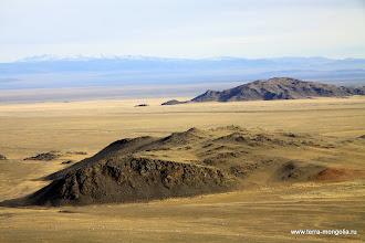 Photo: Оглянувшись назад. Виден массив Хархираа, который будем пересекать во второй части фоторепортажа.