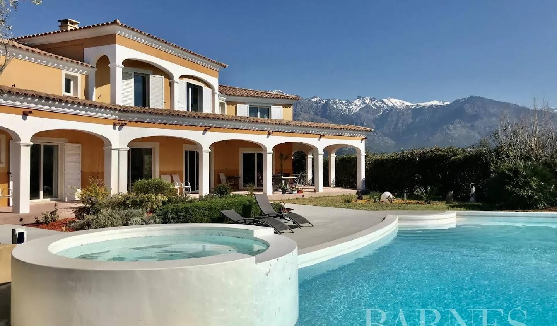 Villa avec piscine et terrasse Lumio