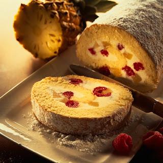 Biskuitrolle mit Joghurtcreme