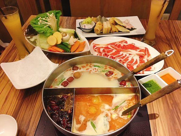 22:02八德店,超好吃的樂活火鍋,必吃海鮮拼盤,小卷有蛋先加100分
