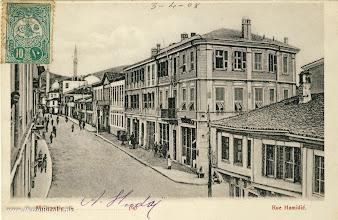 """Photo: 13. Главната улица - Широк Сокак во 1907 година со име: Rue Hamidie. Разгледницата е  испратена во Франција на 03 април,1908 година. Фотографијата е направена од хотелот """"Ориент"""""""