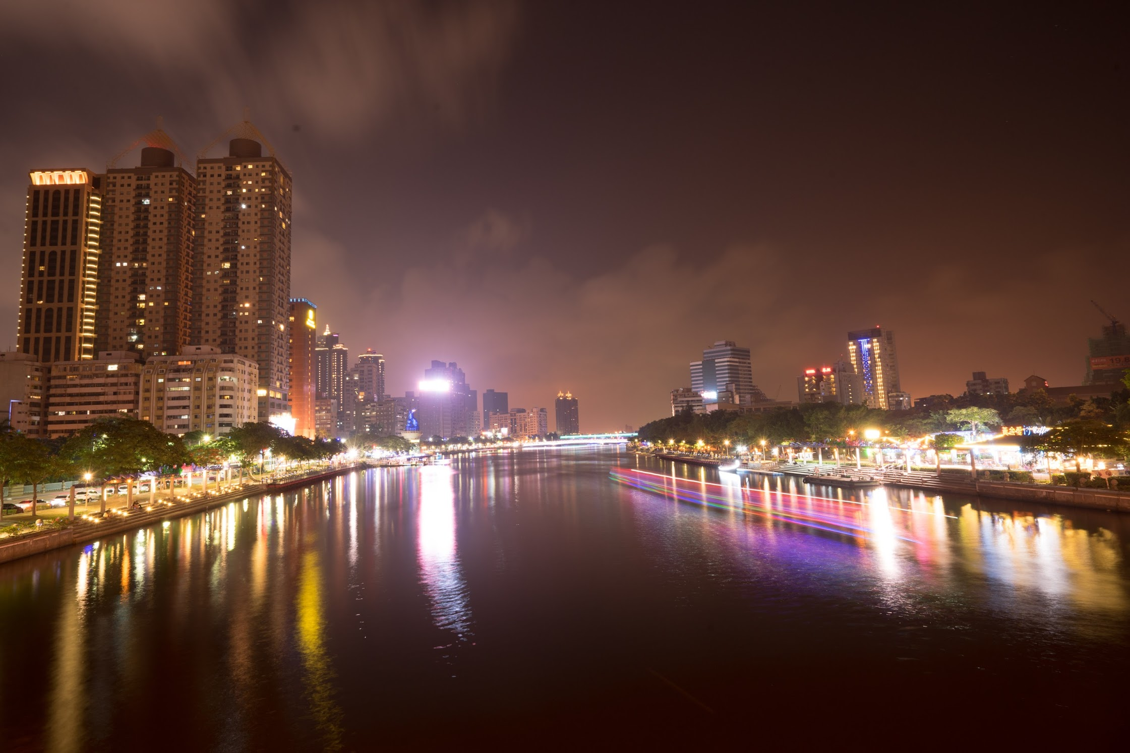 Taiwan Kaohsiung Love River evening view4