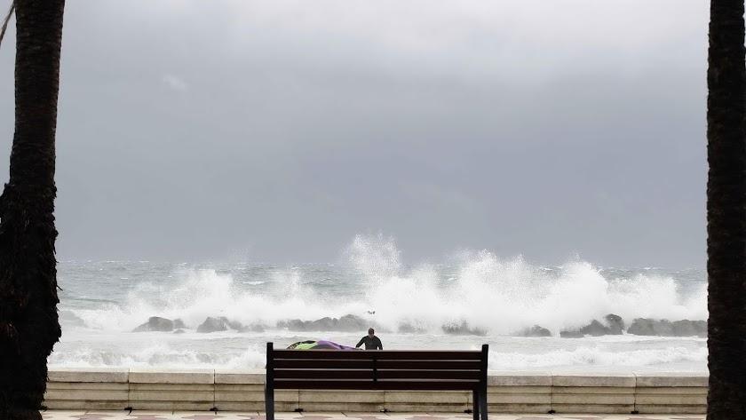 Imagen de archivo del mar con fuerte oleaje.