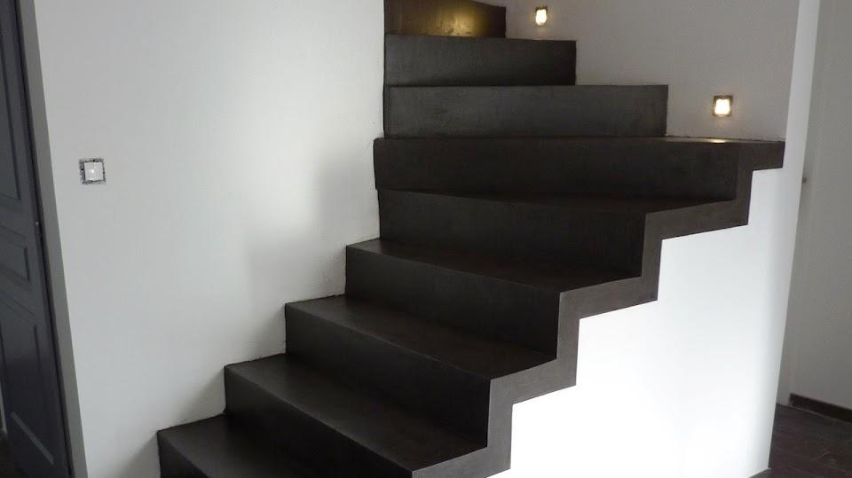 Escaliers recouverts d'un enduit décoratif en béton ciré