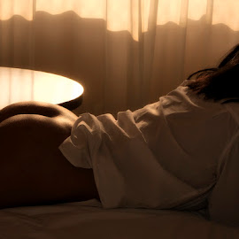 Morning light by Antonio Gansa - Nudes & Boudoir Boudoir ( boudoir, woman, color, light, portrait )