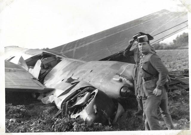 Dos guardias civiles en el lugar del accidente (Foto: cedida por Movistar).