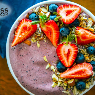 Blueberry-Banana and Cacao Smoothie Bowl.