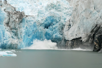 Photo: North Sawyer Glacier calving sequence 1