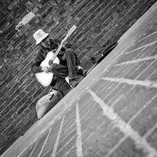 Photo: London #29 - street music...  #street #streetphotography #shootthestreet #blackandwhite #blackandwhitephotography #bw #monochrome #london