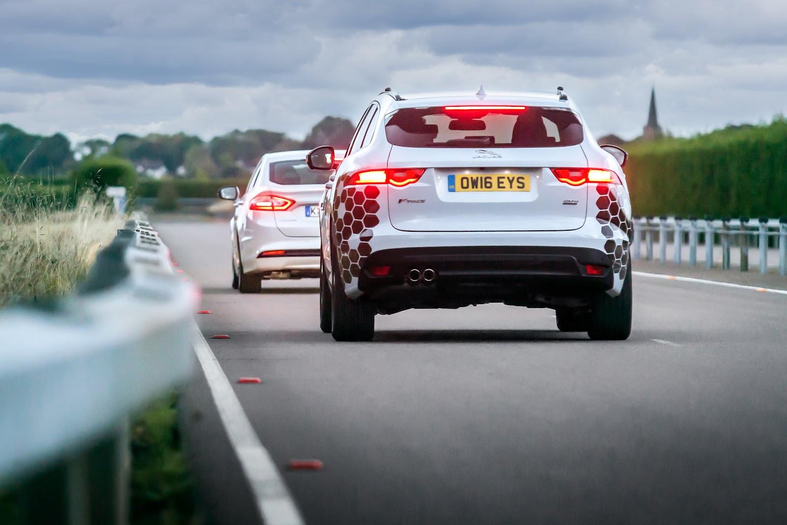 Fabricante está desenvolvendo sistema que evita mal-estar em veículos sem motorista (Fonte: Jaguar Land Rover/Divulgação)