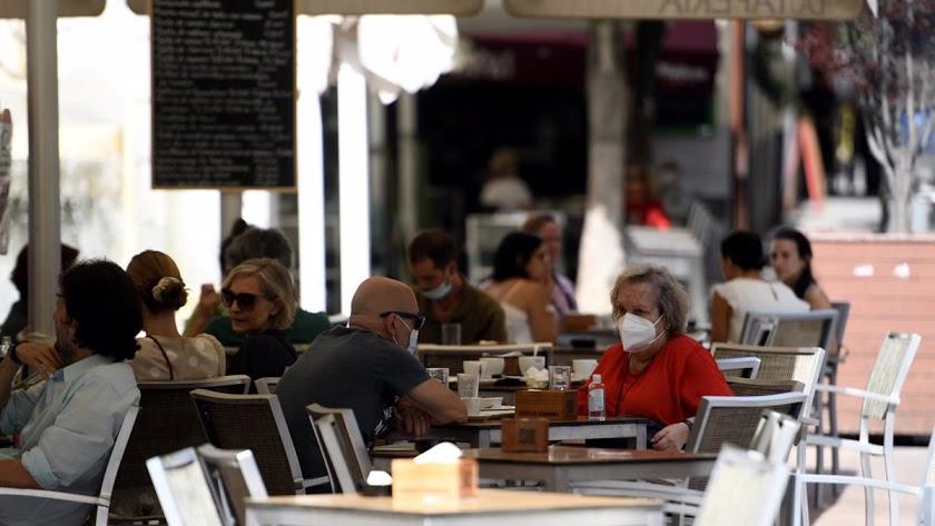 Los bares andaluces tendrán que dejar de atender a la clientela a las 18 horas.