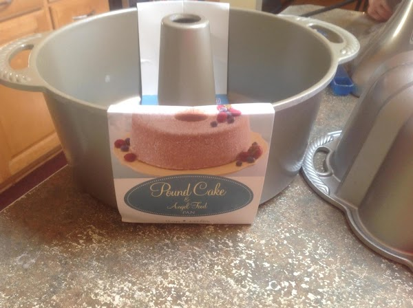 This is the 18 cup Nordic Ware ANGEL FOOD Cake Pan that I used.