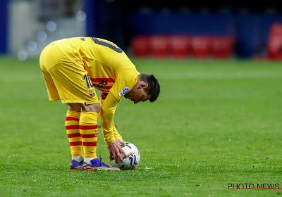 """L'arbitre peiné d'avoir averti Lionel Messi pour son hommage à Maradona : """"Je l'ai fait avec un pincement au cœur"""""""