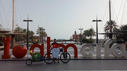 Recorre Andalucía en su bici para visibilizar serios problemas de salud