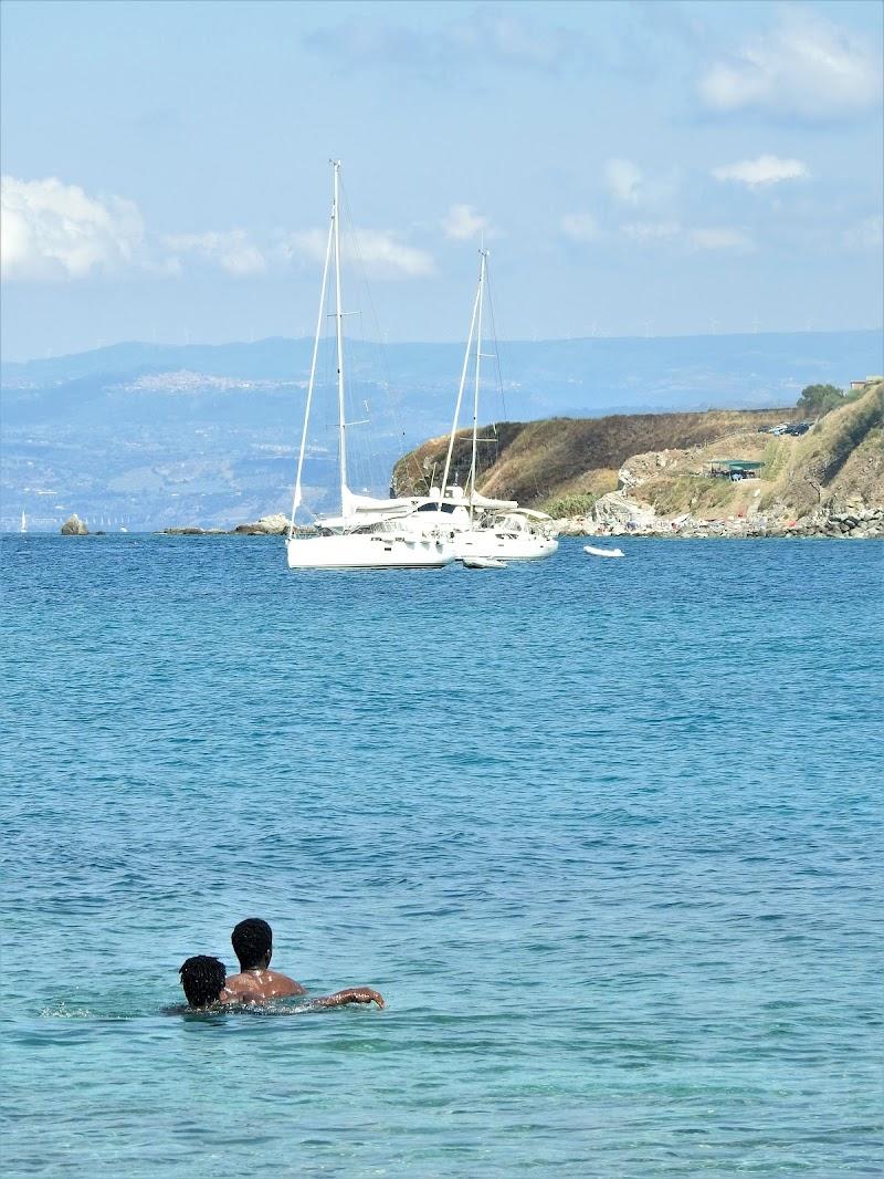 Fuori dal centro d'accoglienza o dentro una barca di PAPIRO77