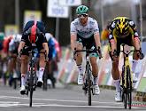 Wout van Aert wint zijn tweede klassieker uit het voorjaar na sprint met drie!