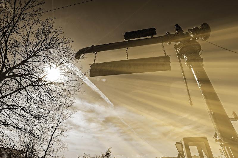 Raggi solari su rubinetto gigante in metallo! di maffeotony