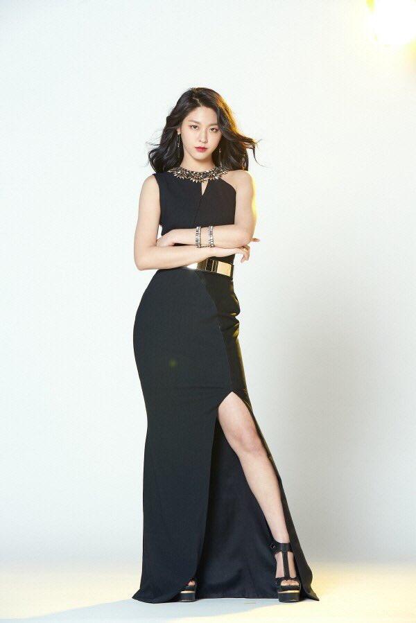 seolhyun black 2