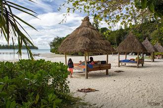Photo: [RO] Leneveala pe plaja hotelului Le Meridien. Acest hotel e atat de bine integrat, as putea zice chiar disimulat, in peisajul natural ca pana nu te apropii nici nu realizezi ca printre arbori sta ascunsa o intreaga statiune pentru rasfatul celor cu dare de mâna.  [EN] Beeing lazy on Le Meridien Beach. This hotel is so well integrated, I would say even concealed, in the natural landscape that until you approach it, you don't realize that hidden among the trees is a whole resort ...for the reach.