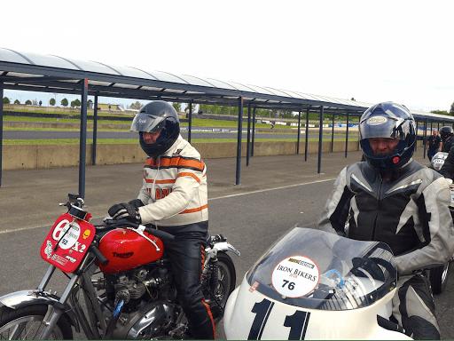 Harry Moteur TRiumph 750 Dirt Track et Jacky Grolet Norton Rotative au départ  d'une manche