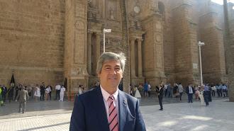 El candidato José Rafael Soto posa tras la entrevista realizada en la tarde del domingo.