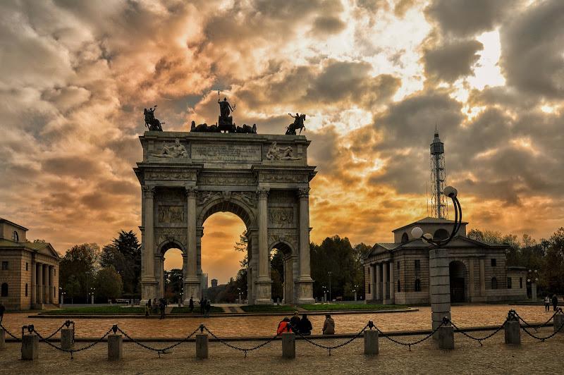 Il cielo è pensieroso...a Milano.. di Concetta Caracciolo