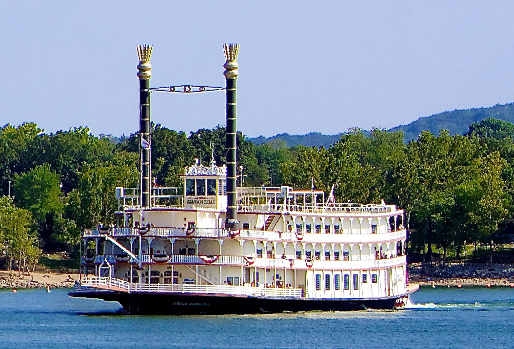 Branson_Belle_Table_Rock_Lake_2012_cropped.jpg