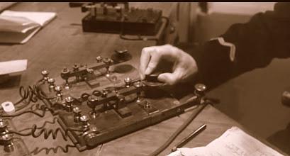 Photo: Zwei Marconi`s so waren sie im Funkraum der Titanic angeordnet.