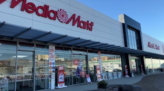 """MediaMarkt abre las puertas de sus tiendas para vender """"productos esenciales"""""""
